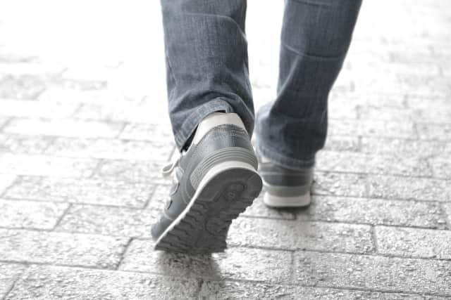 足裏や足部の影響でカラダに痛みが生じるって知ってますか?!靴の形や扁平足は要注意!
